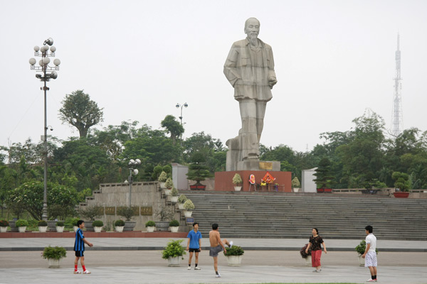Statue of Uncle Ho
